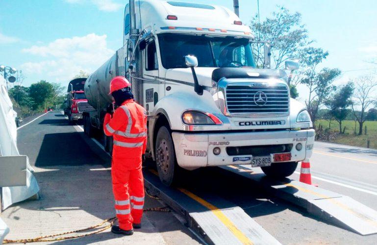 Restricción para vehículos de carga pesada por el corredor vial