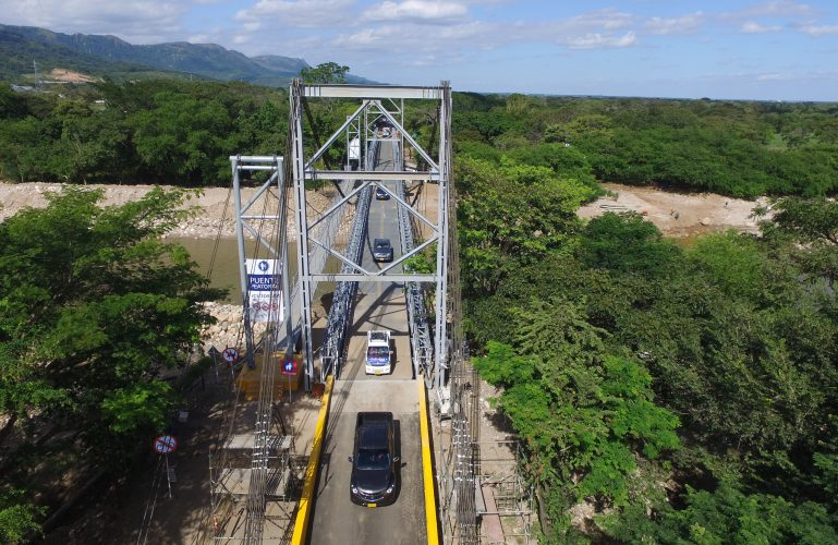 """Inicia mantenimiento nocturno de los puentes vehiculares metálicos de """"El Charte"""""""