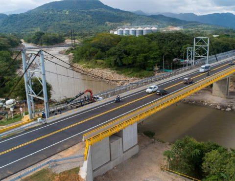 El 18 de septiembre de 2020 con la entrega del primer puente definitivo sobre el río Charte se inicia una