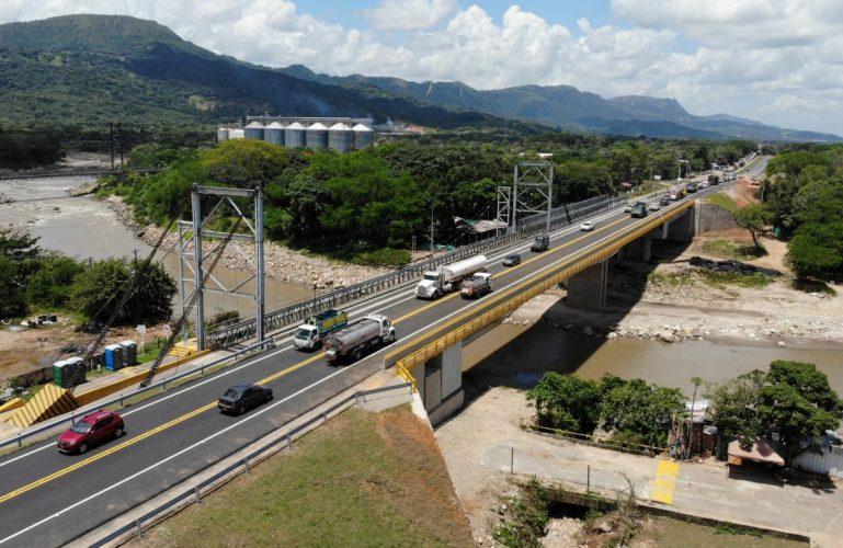 Entró en funcionamiento nuevo puente sobre el río Charte que comunica a Aguazul con Yopal